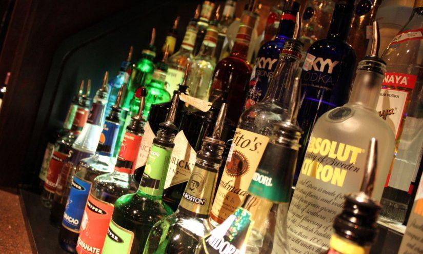 Pericolo per il cervello per i giovani alcolisti