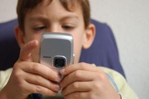 bambino_e_smartphone