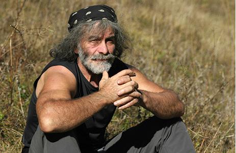 Foto per capire chi è Mauro Corona