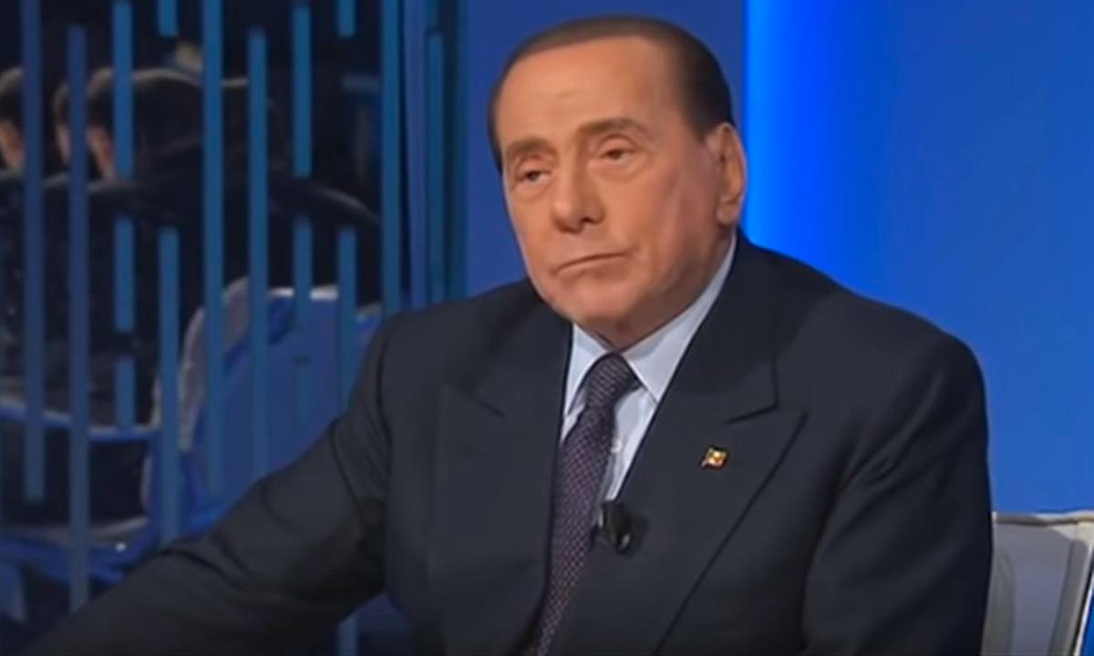 Silvio Berlusconi tra coalizione e nuove maggioranze con FI