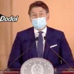 Tormentoni Covid e video virali sui politici