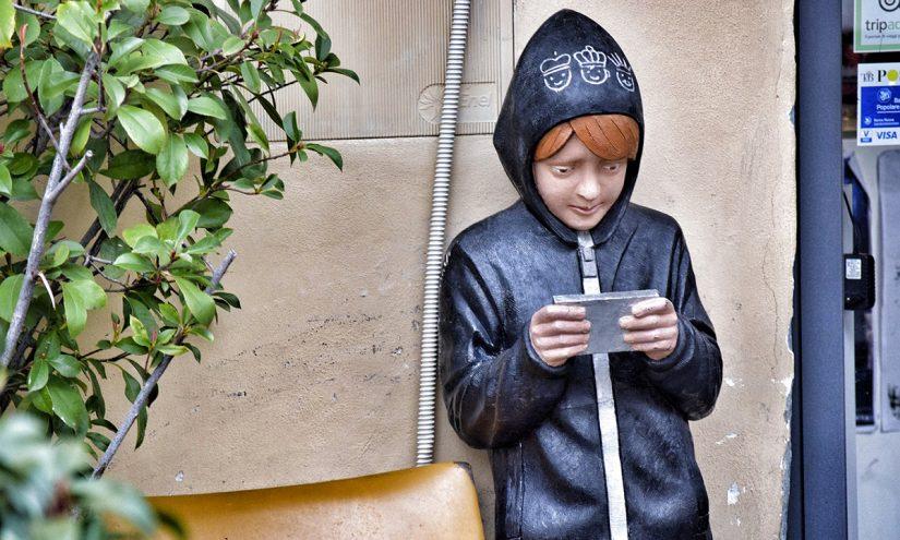 Quando comprare il cellulare ai figli