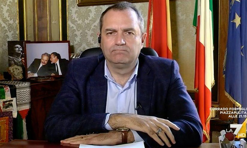 Foto per capire chi è Luigi De Magistris