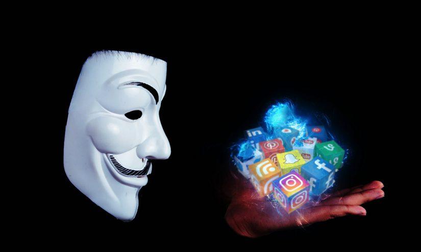 Profili falsi Facebook e Instagram
